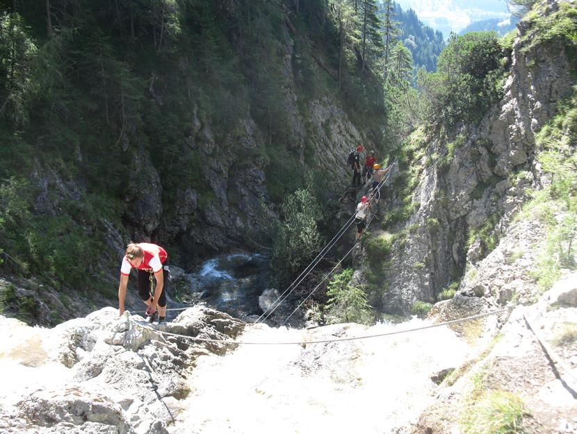 Klettersteig Englisch : Abenteuer klettersteig im team erleben hirschfeld