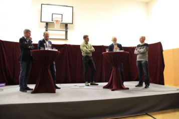 Podiumsdiskussion in Mötz (Foto: Alpenverein)