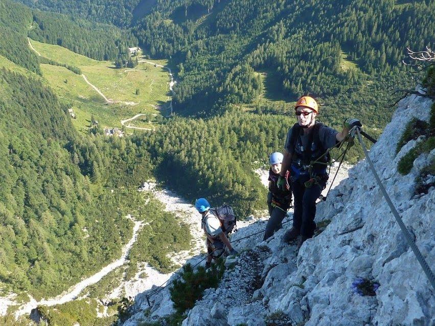 Klettersteig Lärchenturm : Bergnot am klettersteig lärchenturm in zell pfarre minuten