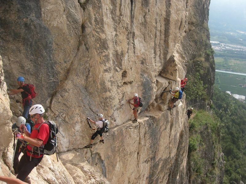 Kletterausrüstung Breath Of The Wild : Klettersteig arco: arco provinz trento trentino italien. bergsteiger